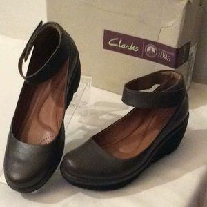 NWB Clarks khaki Low wedge ballet flats #7.5w